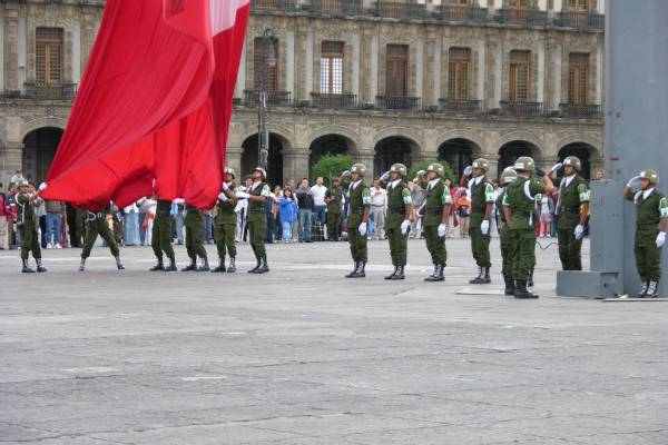 Lowering the Mexican flag, Mexico City